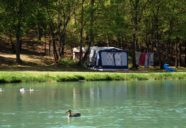 Camping var avec piscine bord de mer for Camping avec lac et piscine